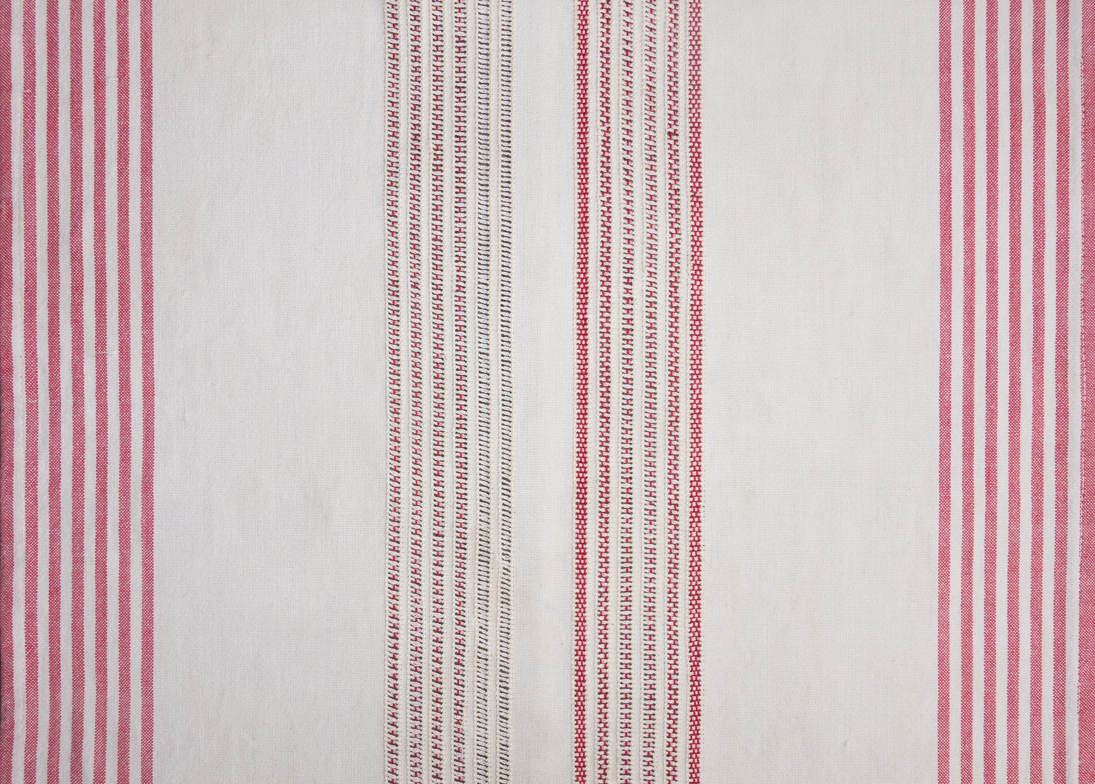 © Axelle Stiefel und Camille Aleña, Der Rote Faden., Detail, Geflicktes Küchentuch (Stickerei), 2018