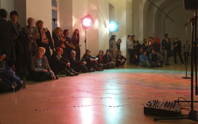 © Kunstraum Niederoesterreich: Was wird hier eigentlich gespielt. Performanceabend & Diskussion (2.5.) http://esel.cc/KunstraumNoe_perf3 | Foto: http://eSeL.at